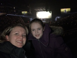 Vanessa attended Kelly Clarkson on Feb 7th 2019 via VetTix
